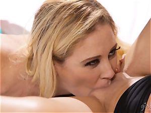 Abby Cross enjoys it when Cherie Deville feasts on her puss