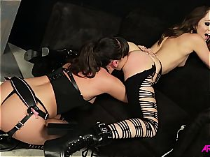 Remy Lacroix super-hot lezzy bang-out with Dana