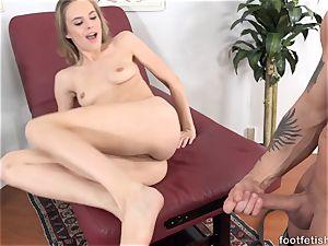Jillian Janson enjoys Her soles Worshiped