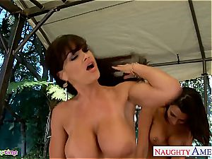 big-chested Rachel Starr and Lisa Ann nail in three way