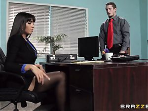 Mercedes Carrera smashes her daughters bf at work