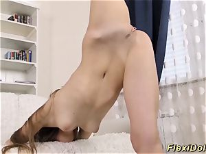 Flexi real nubile damsel extreme spread