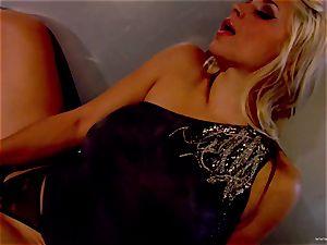 Sarah Vandella unsheathes her perfectly round breasts