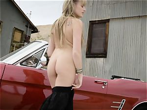 Scarlett Sage mighty solo tugging session in car