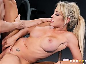 Capri Cavanni finishes her workout with some gigantic chisel