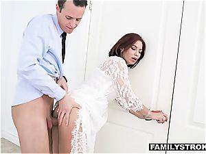 Stepmilf Ryder Skye luvs getting tittyfucked by her dude