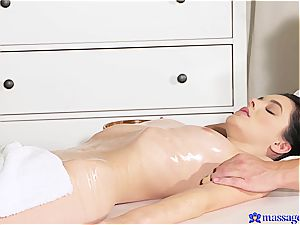 Ania Darling gets seduced by the mushy fingers of the massagist