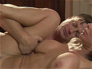 milf Veronica Avluv penetrates her naughty hubby