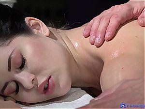 plump rump Cassie practices the most romantic rubdown