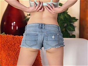 Emily Grey manipulates her luxurious smooth cootchie