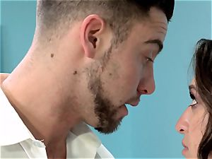 Reunited Sn five Sara Luvv gets a juicy pulverizing from her ex