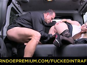 fucked IN TRAFFIC - gorgeous towheaded screwed in backseat