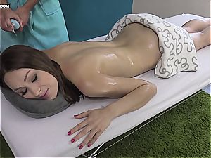uber-cute Eurobabe gets her lubed vagina fingerblasted