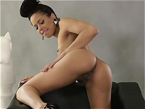 Kira Noir solo coochie playing display