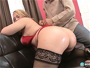 Brandi Sparks, large rump phat ass white girl, curvy Gettig screwed