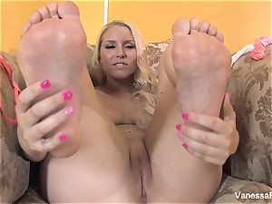 foot fetish joy with nice ash-blonde Vanessa cage