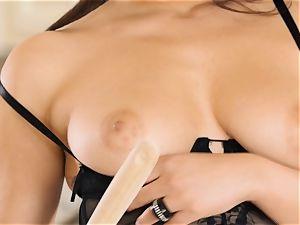 Valentina Nappi vibrates her vulva in the kitchen