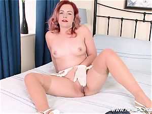 Retro babe peels off off her white underpants for cunt play