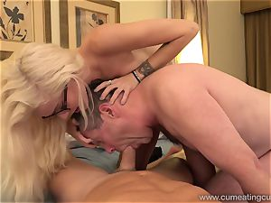 Halle Von and Her Cuck spouse Take Turns deep-throating manhood